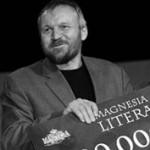 Knihou roku 2004 se 25. dubna stal beletrizovaný pøíbìh bratøí Mašínù nazvaný Zatím dobrý, který napsal èesko-americký spisovatel a scenárista Jan Novák. V pøekladu Petry Žallmanové jej vydalo brnìnské nakladatelství Petrov.