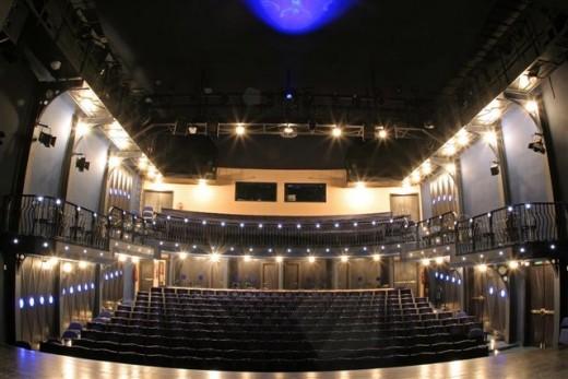 svandovo-divadlo---velky-sal