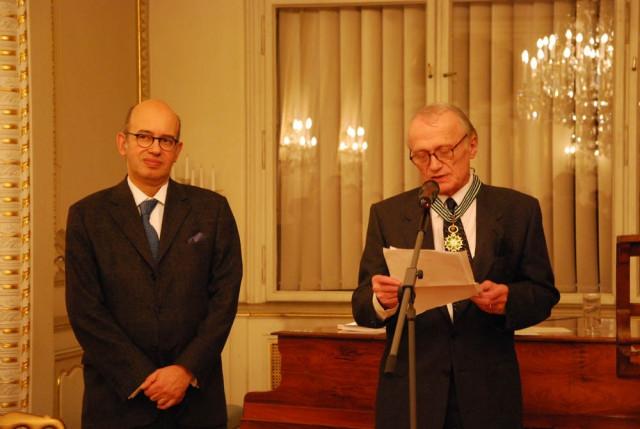 2010: Pierre Lévy,  francouzský velvyslanec v ČR, a Petr Král, který pronáší děkovnou řeč po převzetí Řádu.